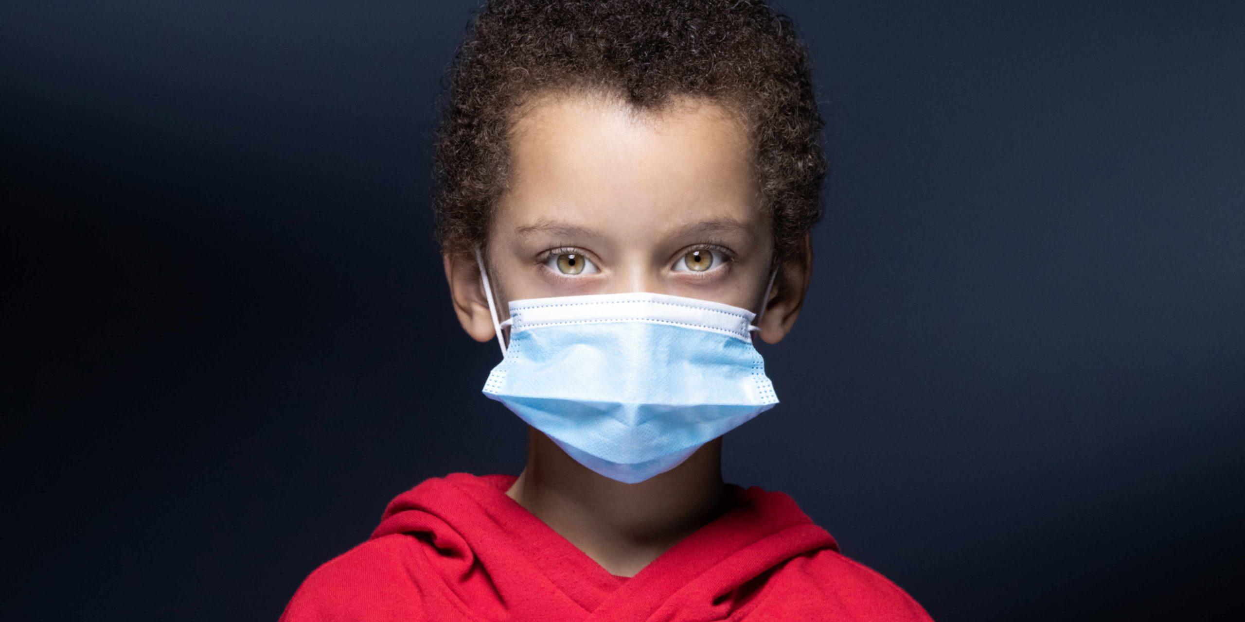 Covid-19 : faut-il ou non vacciner les adolescents ? Une conversation SMS pour tout comprendre
