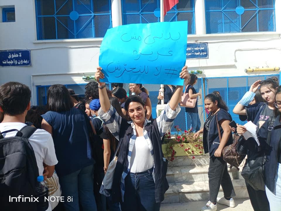 """معهد عائشة بالآغا : وقفة احتجاجية تحت شعار """"ماناش متحركين وللتحرش واقفين"""""""